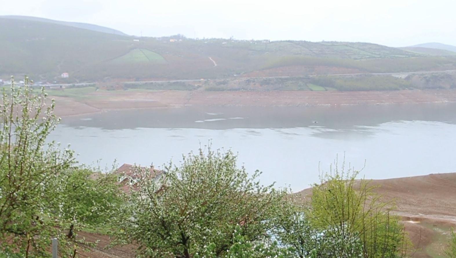 Merr fund thatësira në Kukës, në Fierzë rritet niveli i ujit në liqen