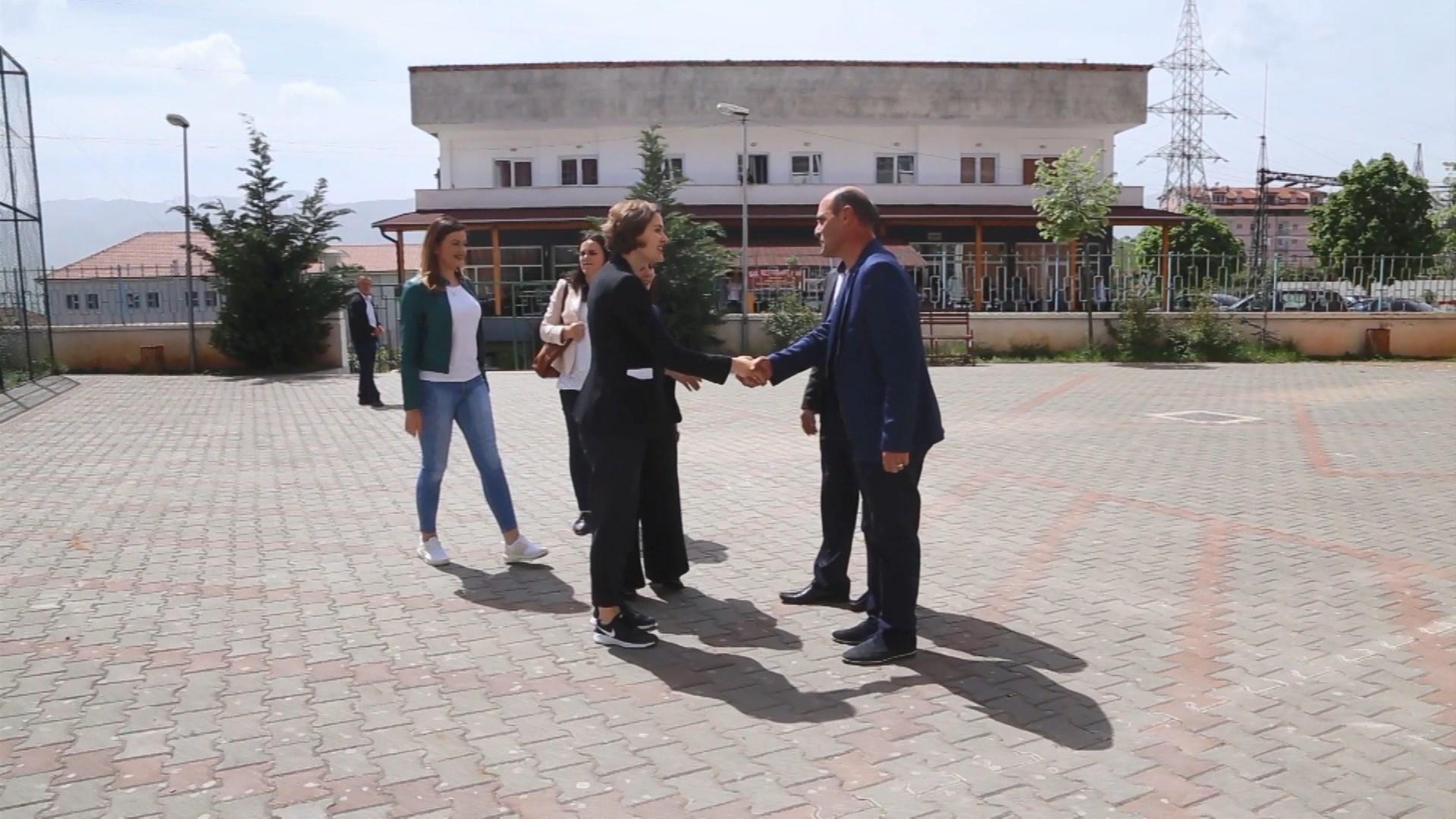 Shahini në Dibër: Ndarjae gjimnazit në dy pjesë, vendim i paligjshëm