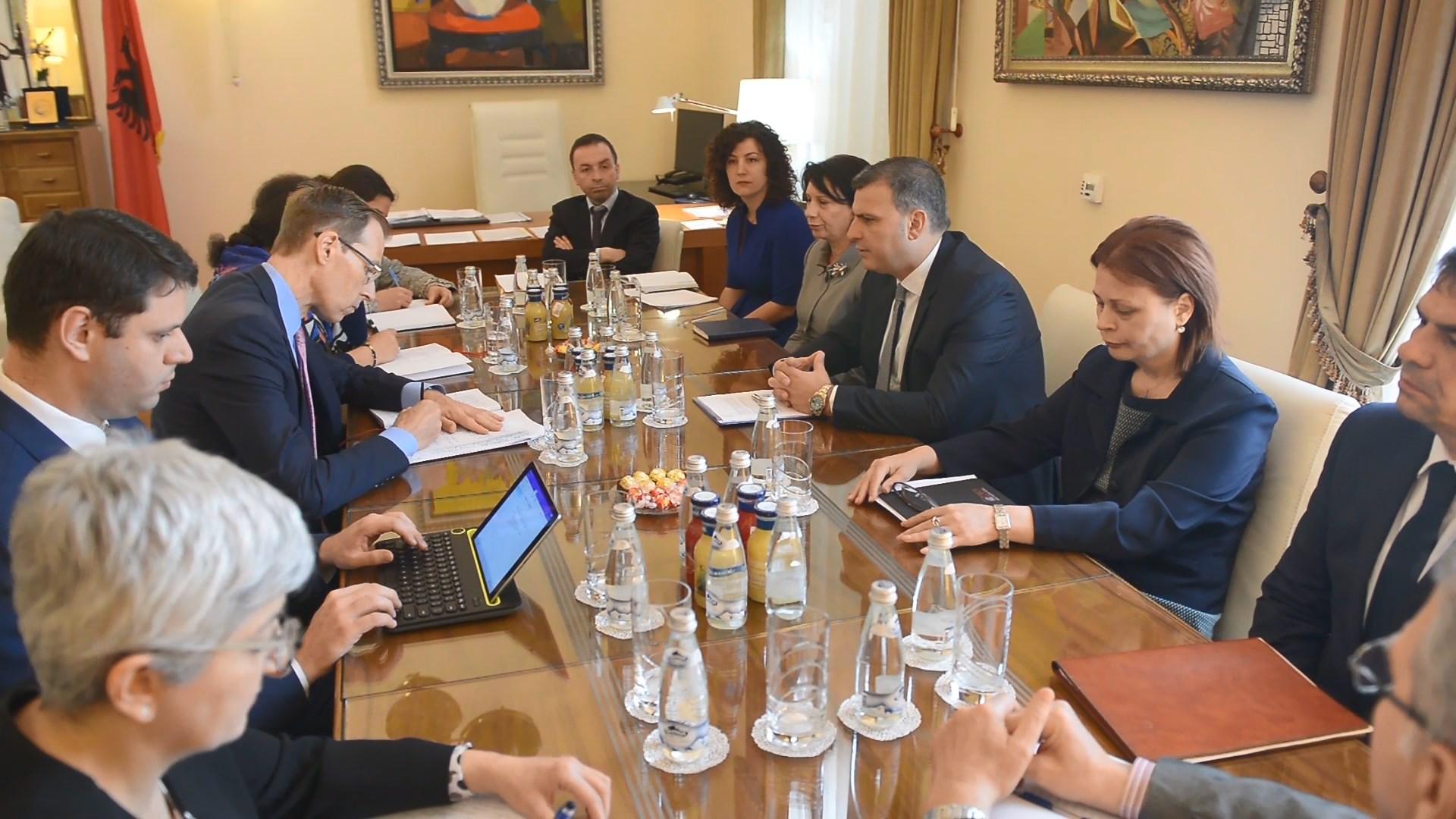 Guvernatori Sejko takim me misionin e Fondit Monetar Ndërkombëtar