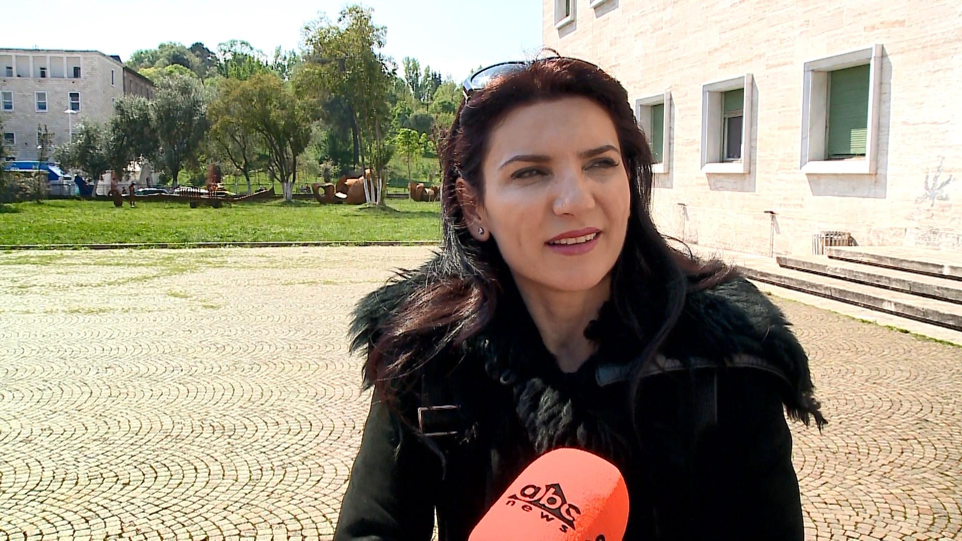 """Violinistja shqiptare pjesë e """"La Scala-s"""" mban koncert në Tiranë"""