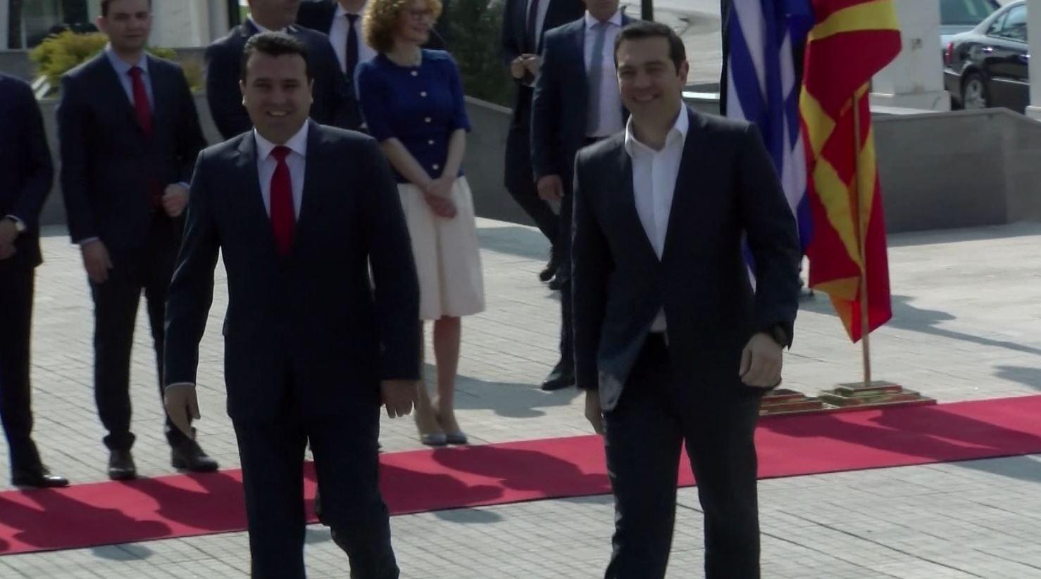 Tsipras dhe Zaev takohen në Shkup