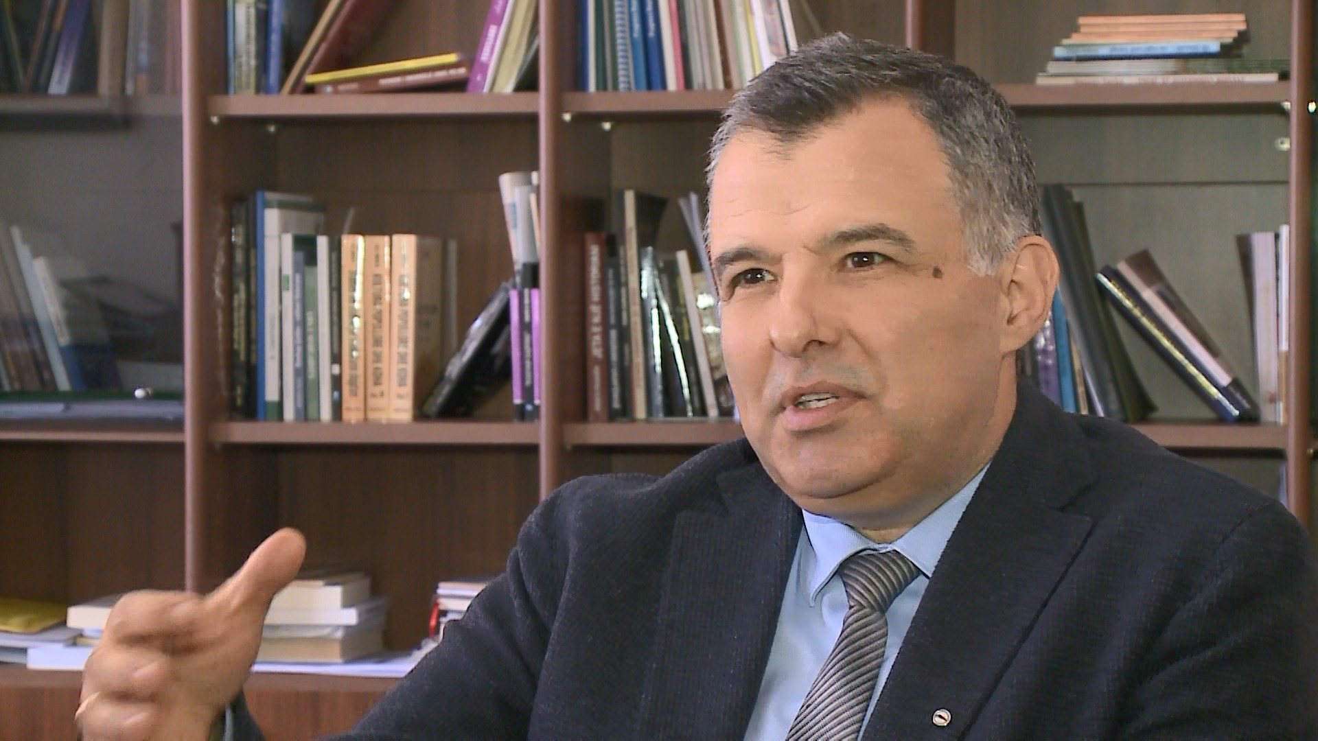 """Vaso Tole boton pas 30 vitesh në një libër """"Romancat shqiptare"""""""