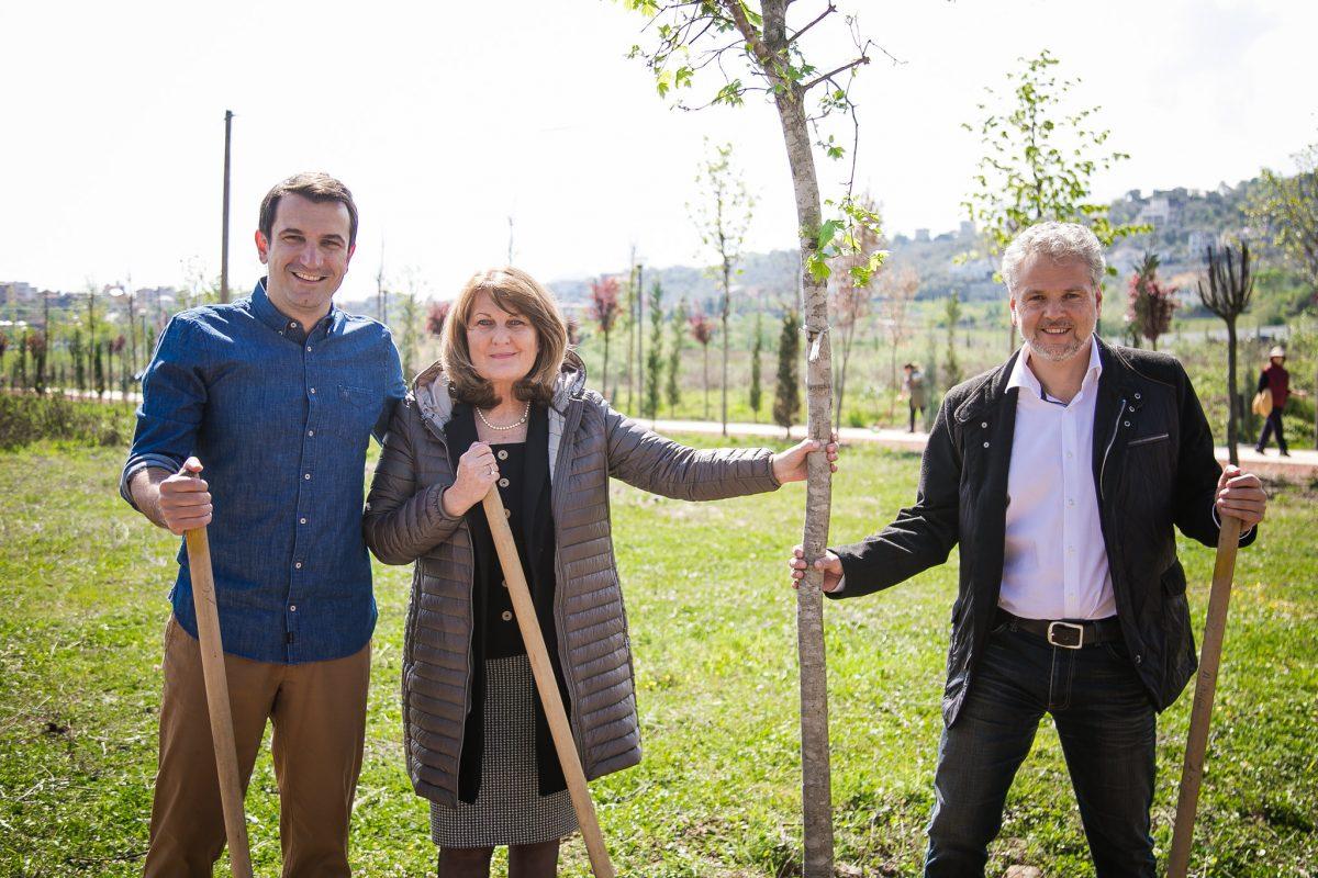 Bashkia e Vjenës i dhuron 40 pemë parkut të liqenit