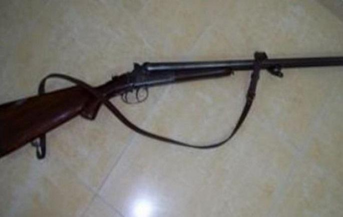 Lezhë, i moshuari vetëplagoset me armë