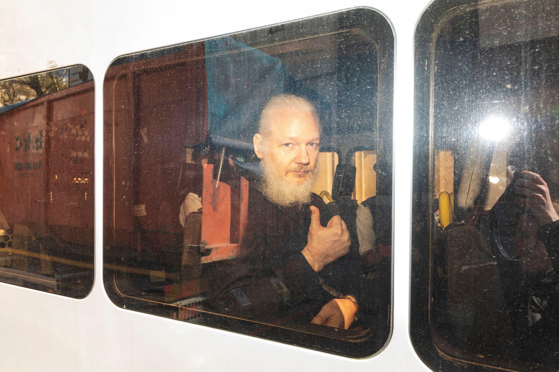 Assange e përdori ambasadën e Ekuadorit për spiunazh