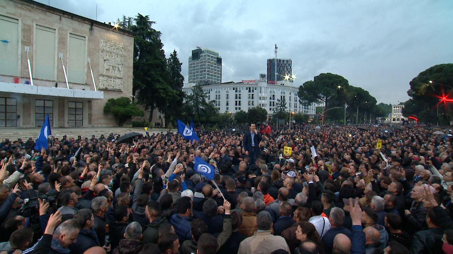Protesta e Opozitës, raportohen 5 efektivë të plagosur