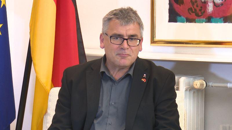 Deputeti gjerman thirrje opozitës: Merrni pjesë në zgjedhjet vendore