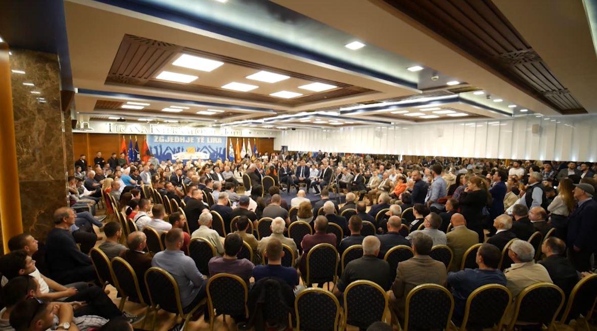 """Partitë e vogla opozitare formojnë """"Grupimin e Qendrës së Djathtë"""""""