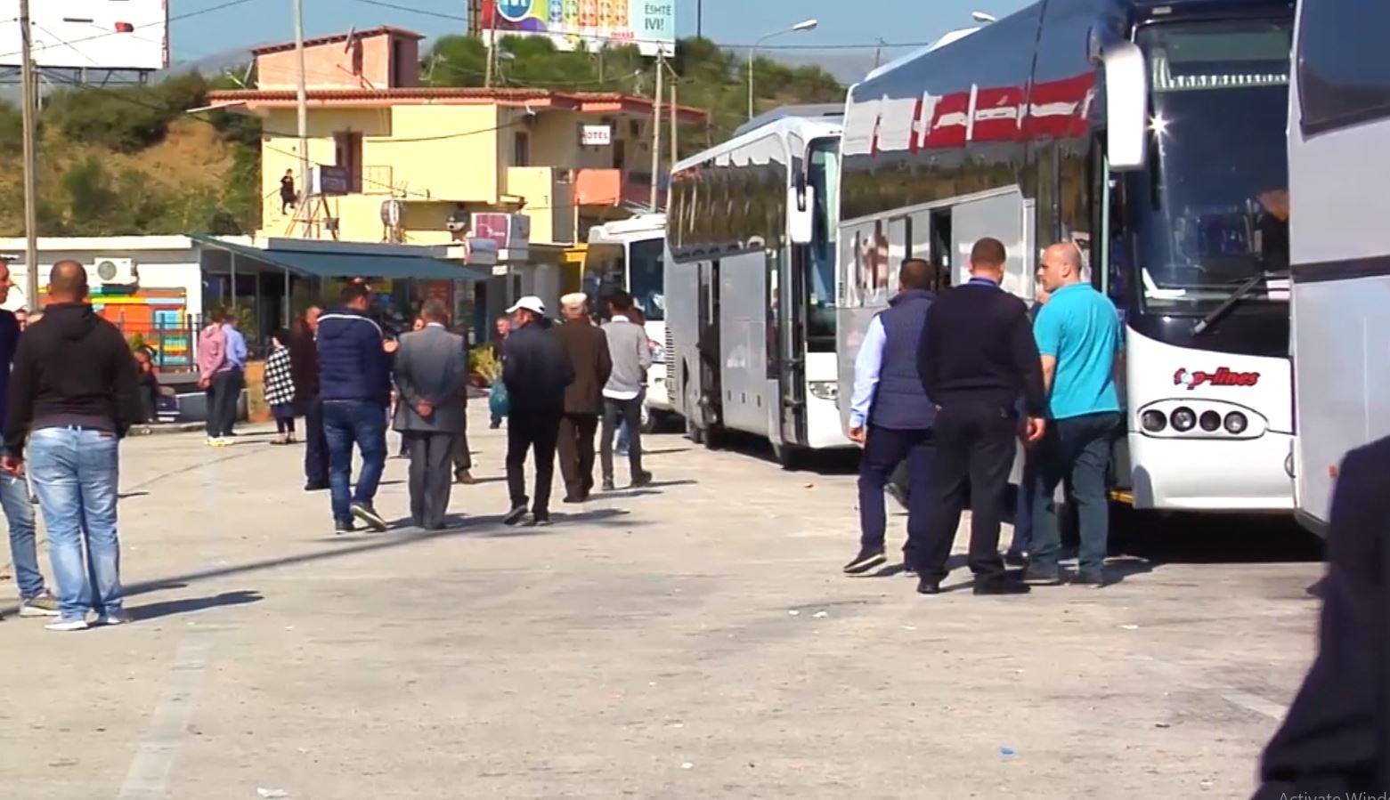 COVID-19, rreth 100 emigrantë bllokohen në doganën e Kakavijës