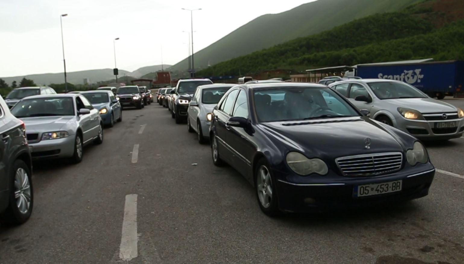 Kosovarët për fundjavë dynden drejt Shqipërisë
