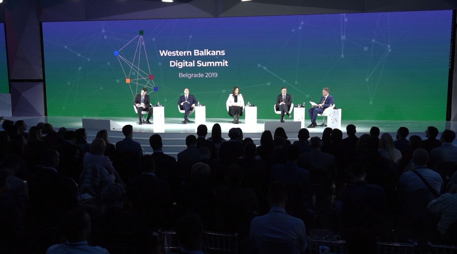 Kosovarët braktisin samitin e Beogradit: Mungojnë simbolet, provokim i qëllimshëm!
