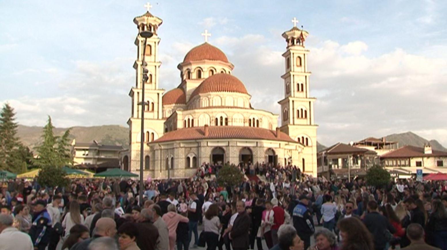 Ortodoksët në Korçë dhe Fier kremtojnë të premten e zezë