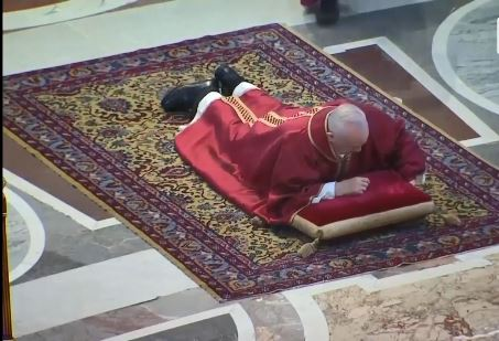 Papa Françesku uron Pashkët nga Bazilika e Shën Pjetrit