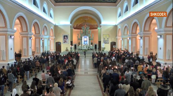 Pashkët festohen edhe në Shkodër e Fier