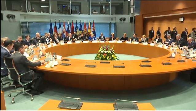 Samiti i Berlinit, Merkel dhe Macron: Vini rregull në shtëpitë tuaja njëherë