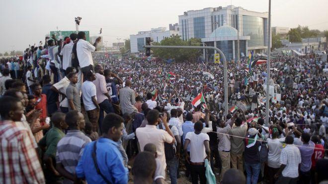 Sudan, grushti ushtarak rrëzon Presidentin