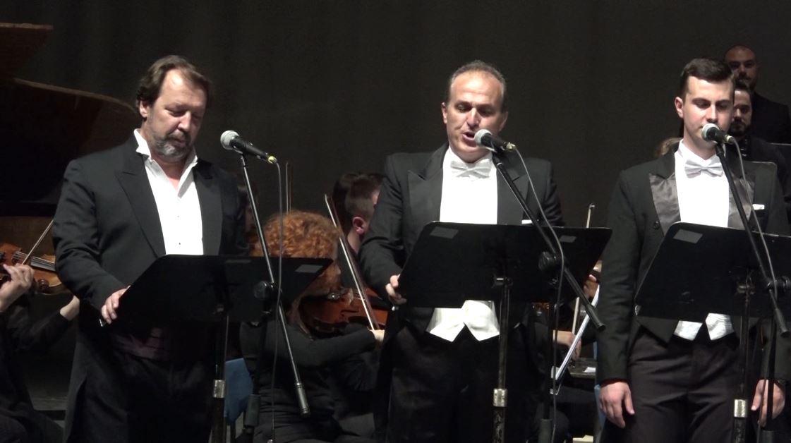 Tre tenorët shqiptarë performojnë në Shkup