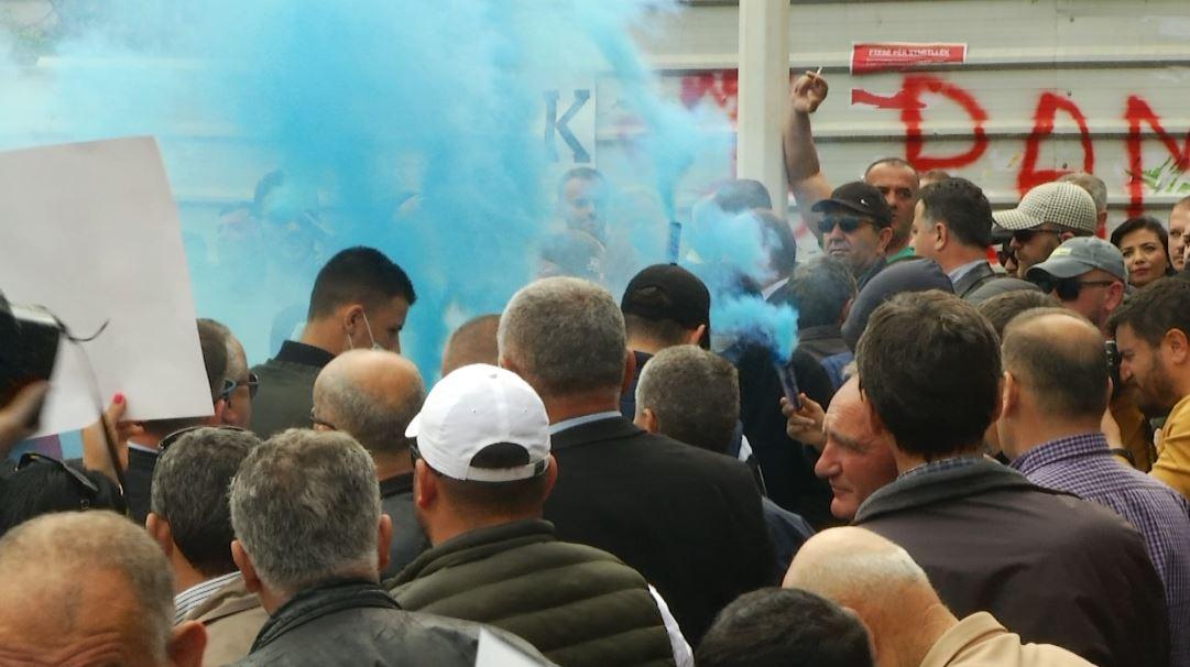 Konflikte të dhunshme mes protestuesve