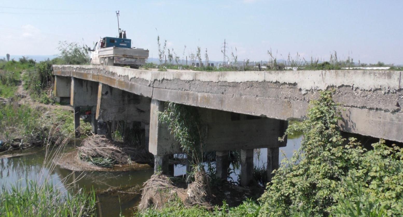 Ura e Belinës në Patos rrezikon të shembet