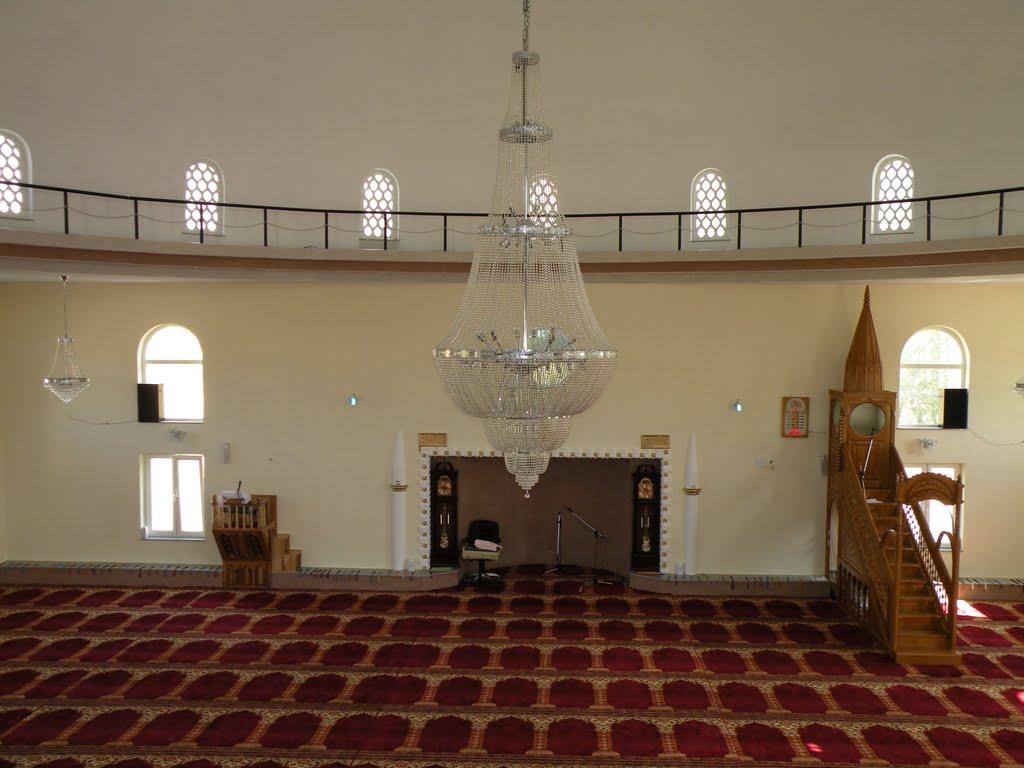 Imami nga Peja vdes aksidentalisht në xhami