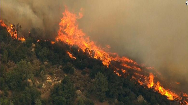 Zjarr masiv në rrugën nacionale Korçë – Ersekë