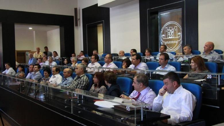 Merret vendimi, Bashkia Durrës shtyn pagesat për qiramarrësit dhe tarifat vendore
