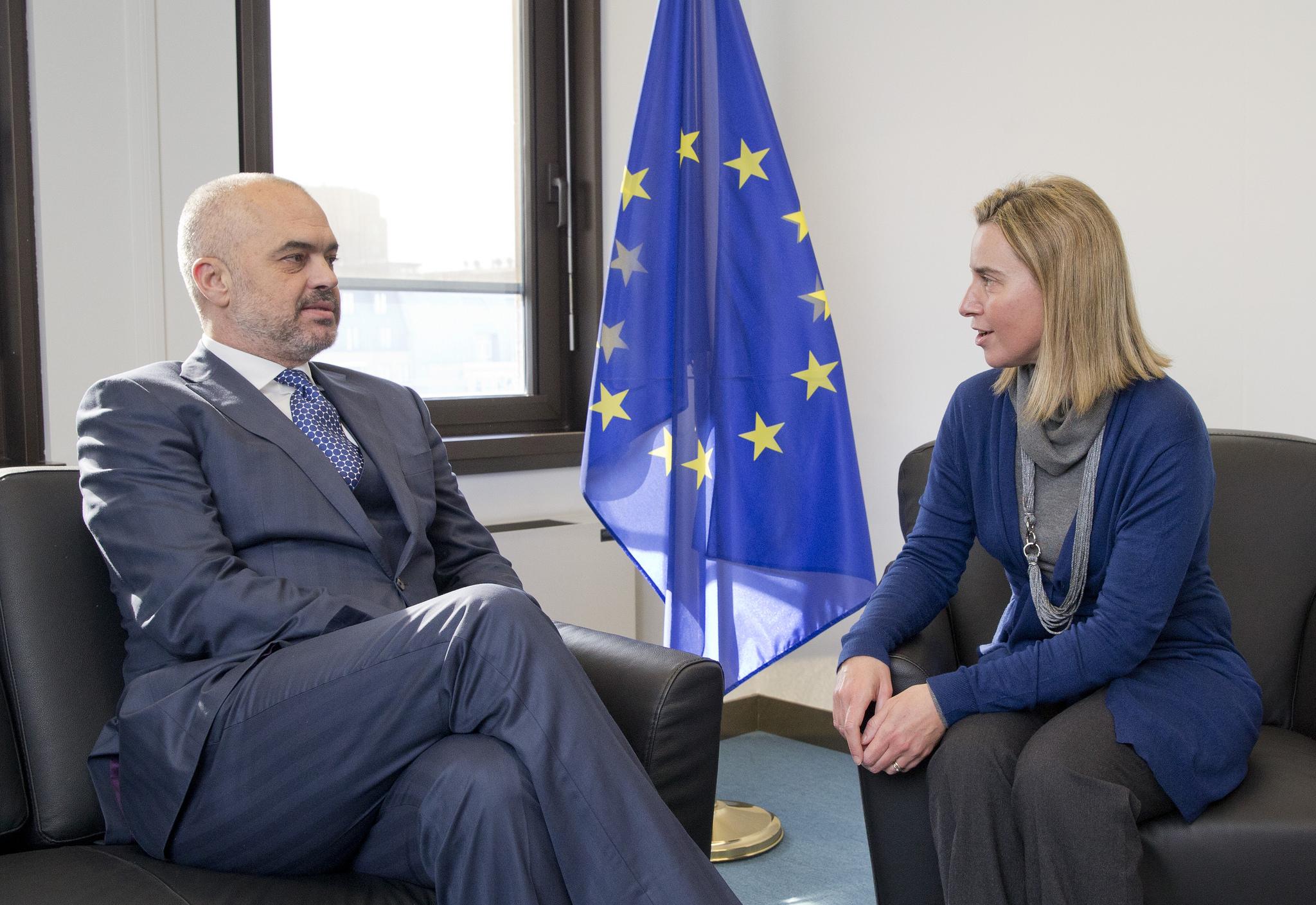 Mogherini vizitë dy ditore në Tiranë, takon Ramën