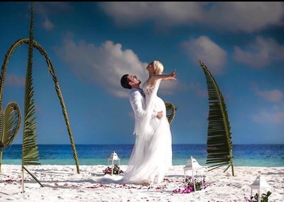 """""""Një pikë e bardhë në mes të oqeanit…"""", fotot nga dasma e Albanit dhe Mirjamit"""