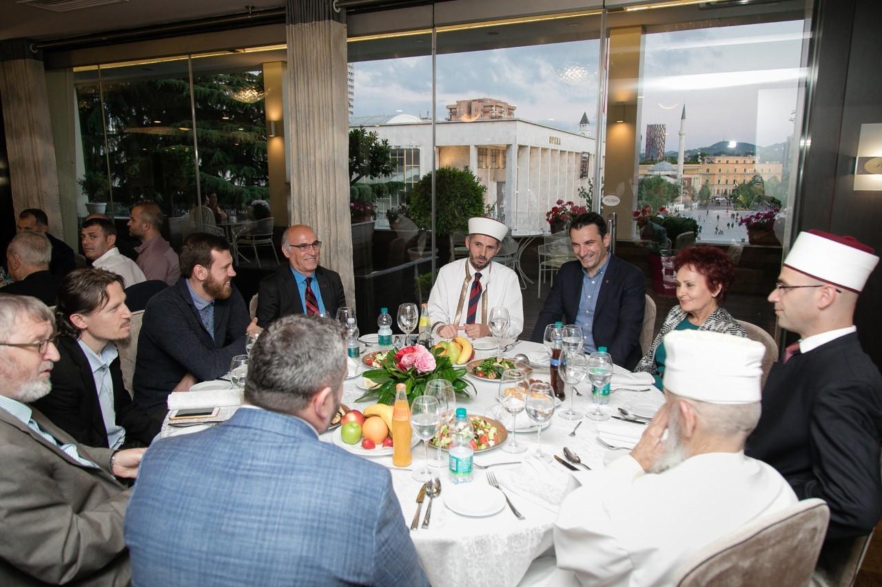 Veliaj shtron Iftar: Muaji i shenjtë, distancim nga çdo gjë e dëmshme
