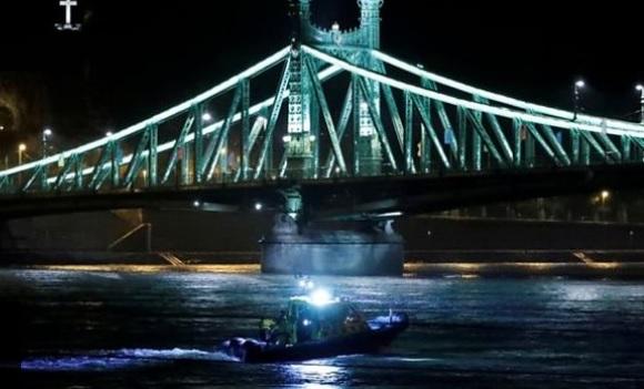 Mbytet anija me turistë në Danub