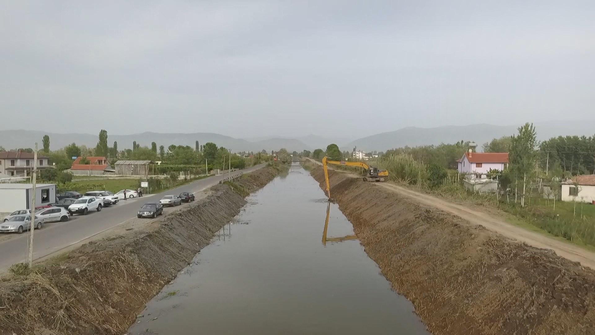 Rehabilitohet kanali kullues i Zejmenit në Lezhë