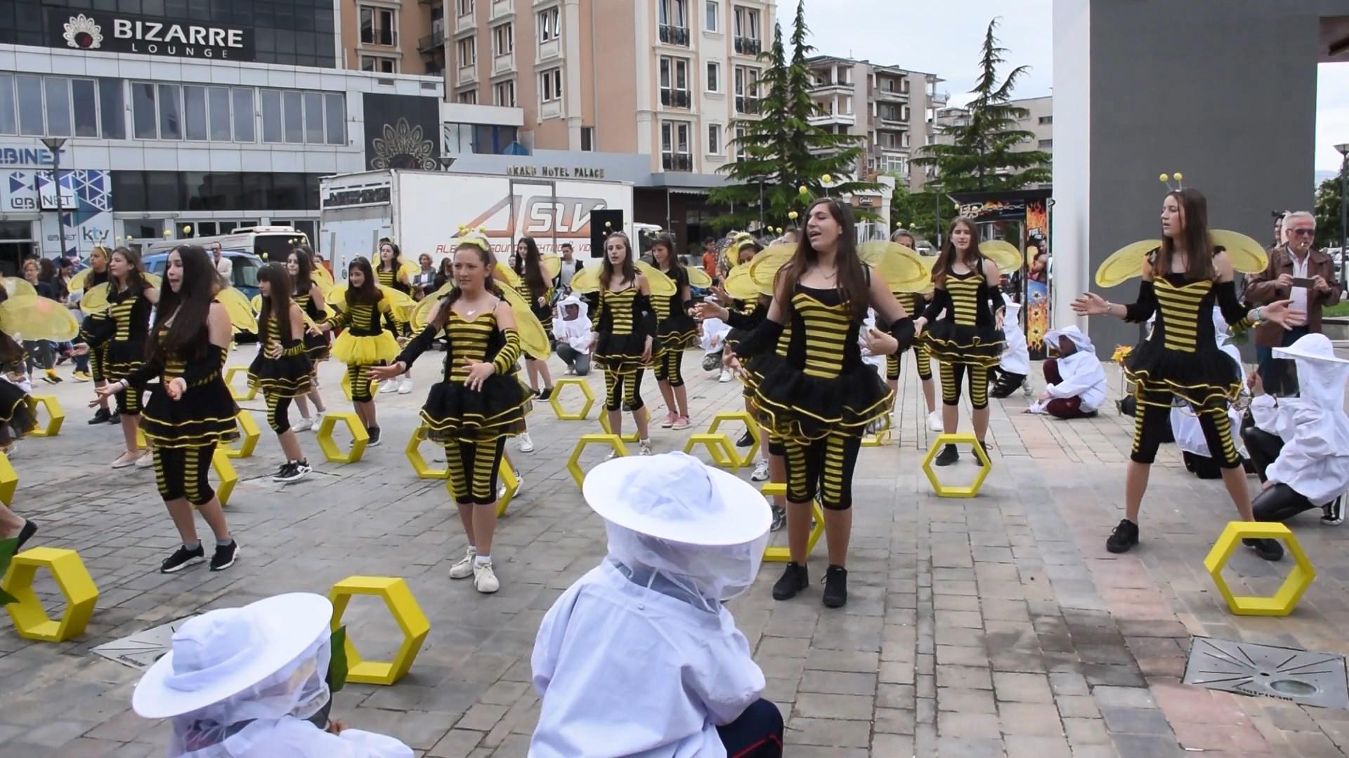 Festa e mjaltit në Korçë bën bashkë bletërritës nga e gjithë hapësira shqiptare
