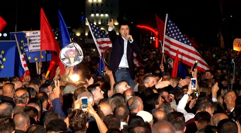 Opozita e bashkuar proteston sot në Tiranë