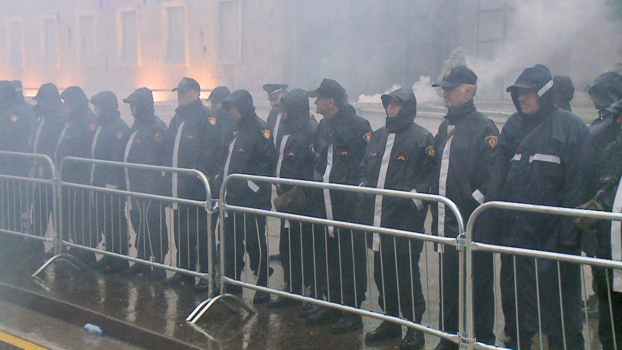 PROTESTA-E-OPOZITES-PERPLASJET-ME-POLICINE-1280x720.jpg