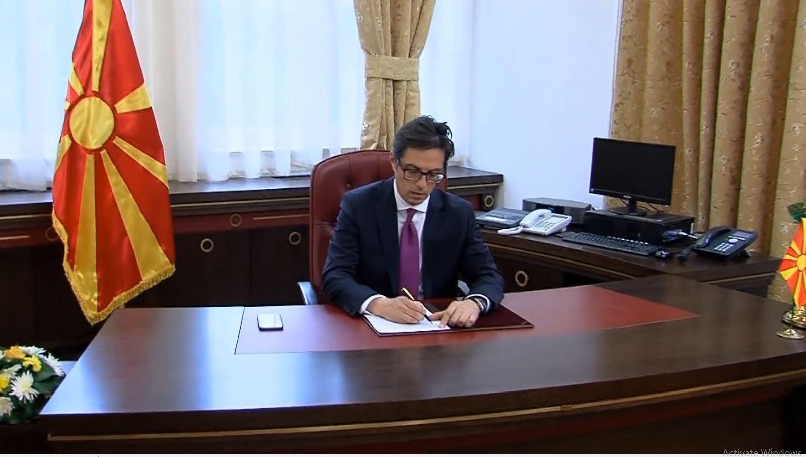 Maqedoni e Veriut, Pendarovski pranon kërkesën e Ahmetit