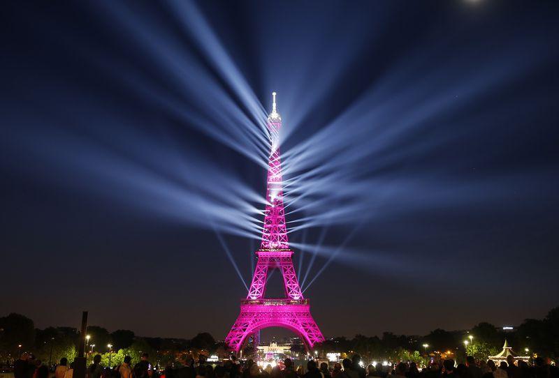 Muzikë dhe spektakël dritash për 130-vjetorin e Kullës Eiffel