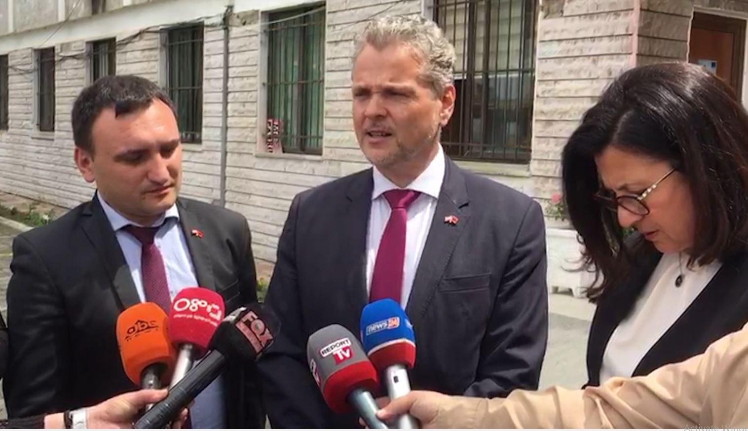 Ambasadori i Austrisë mesazh politikës: Është koha të dialogojnë