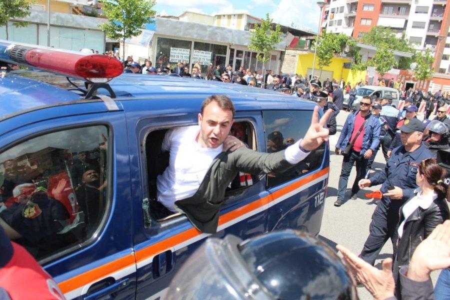 Ndalohet nga policia ish-deputeti Klevis Balliu
