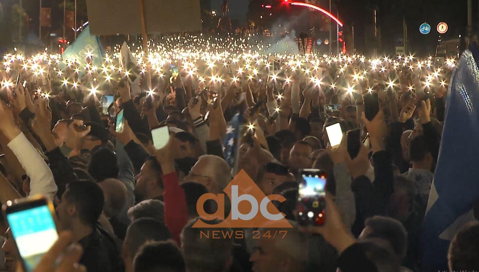 """""""Dritat e shpresës"""", simbolikat e protestës së opozitës (Video)"""