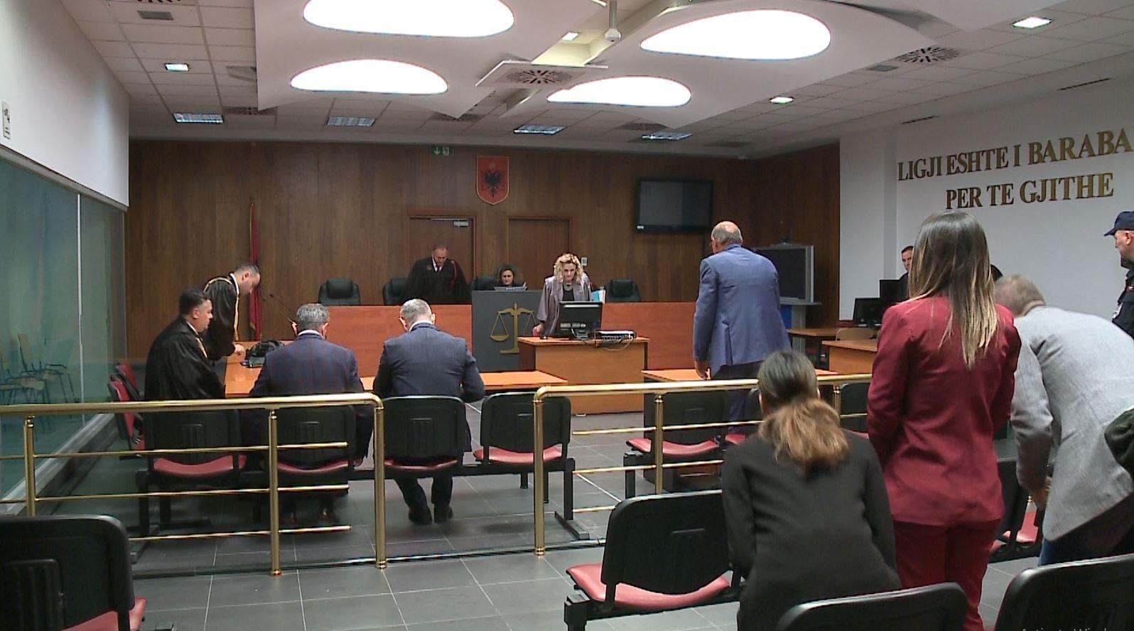 Shtyhet seanca për 3 gjyqtarët e Durrësit