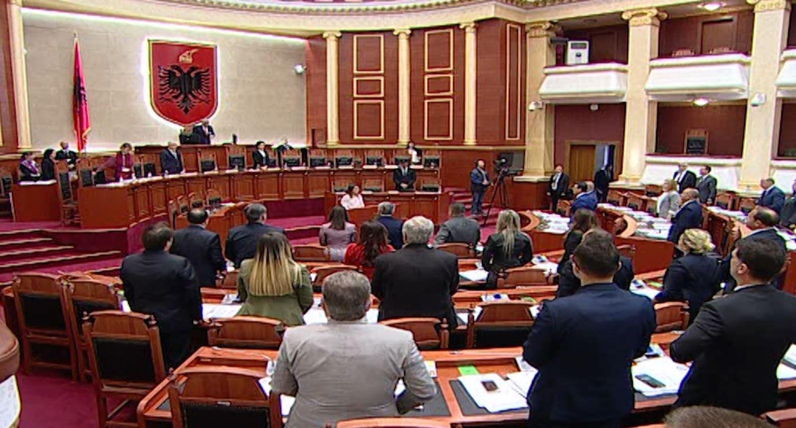 """Deputetja """"vret"""" dy efektivë, Parlamenti një minutë heshtje për Zarife Hasanajn"""