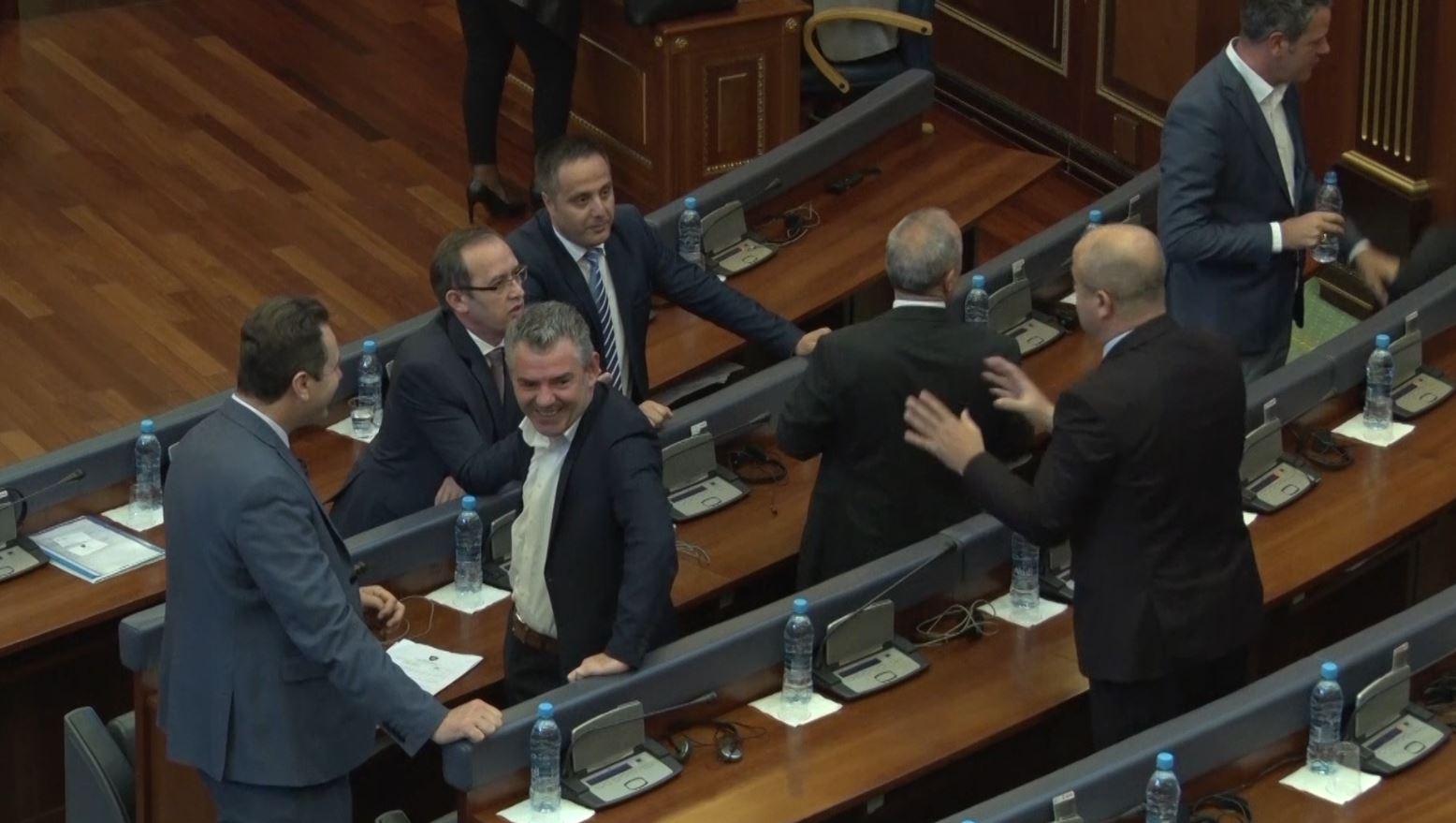 Parlamenti i Kosovës miratoi komisionin e gjykatës për genocidin serb