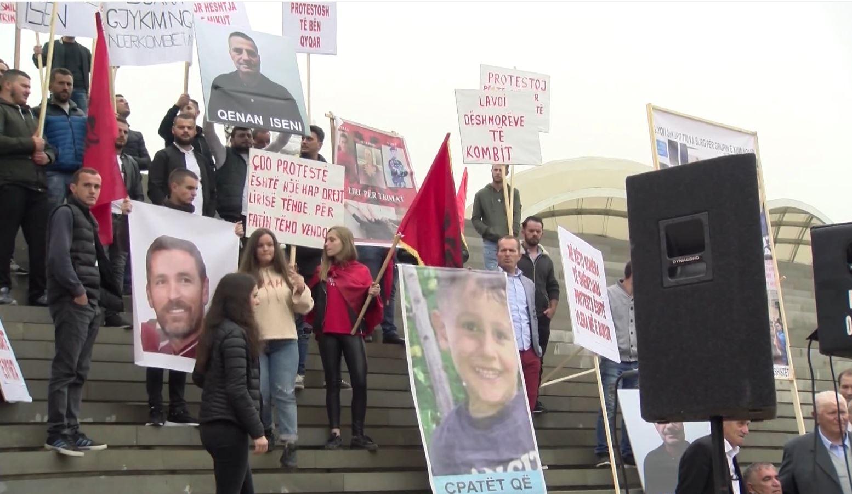 Katër vjet nga ngjarjet e Kumanovës, protestojnë familjarët: Kërkojmë drejtësi