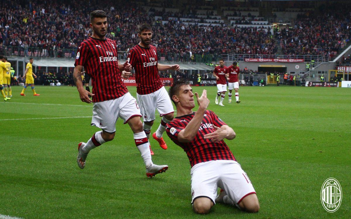 Milani u vë syrin dy futbollistëve