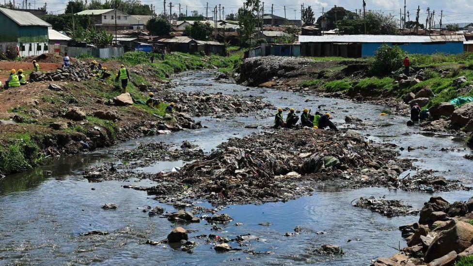 Rasti i tetë në muajt e fundit, foshnjet gjenden buzë lumit