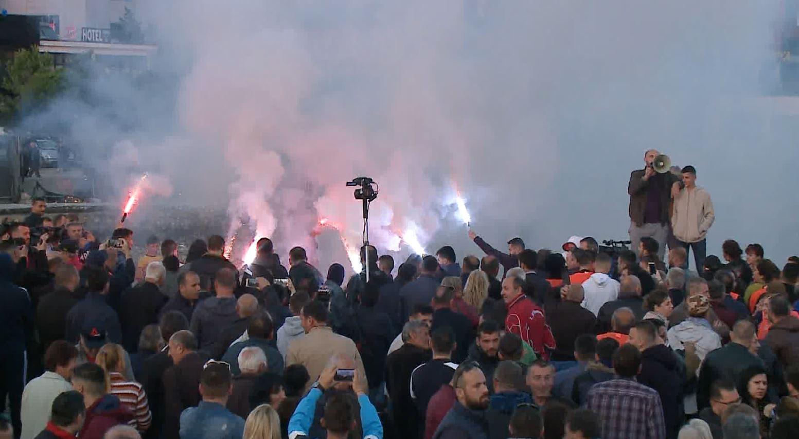 Mosbindja civile, opozita bllokoi për dy orë 12 akse rrugore