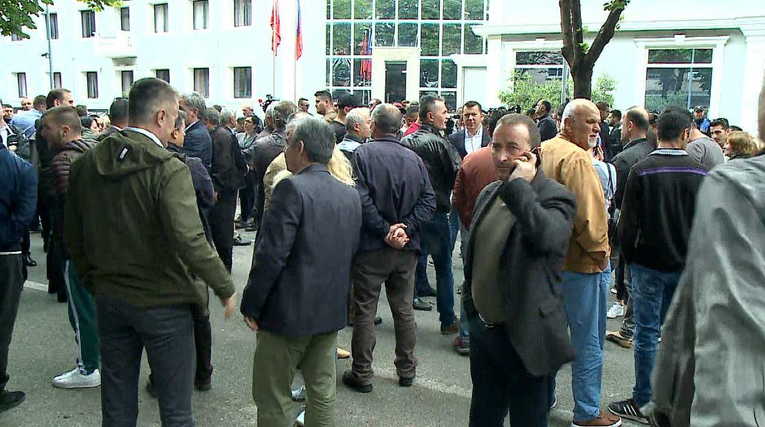 Protestë para Drejtorisë së Policisë së Tiranës