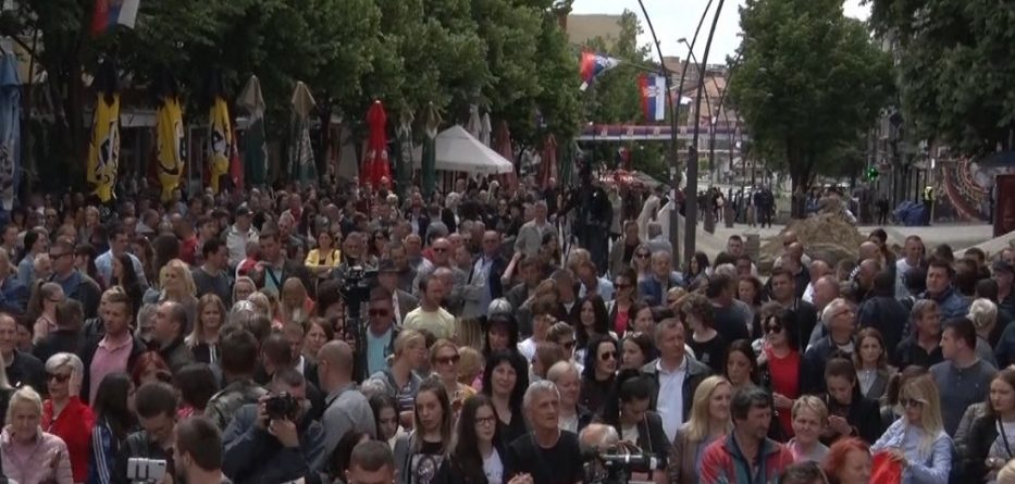 protesta-veriu-i-kosoves-933x445.jpg