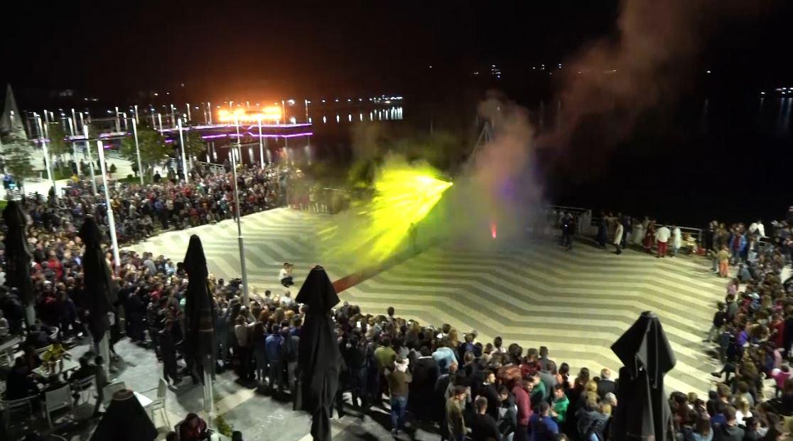 Sezoni turistik, zona e Dumresë në festë