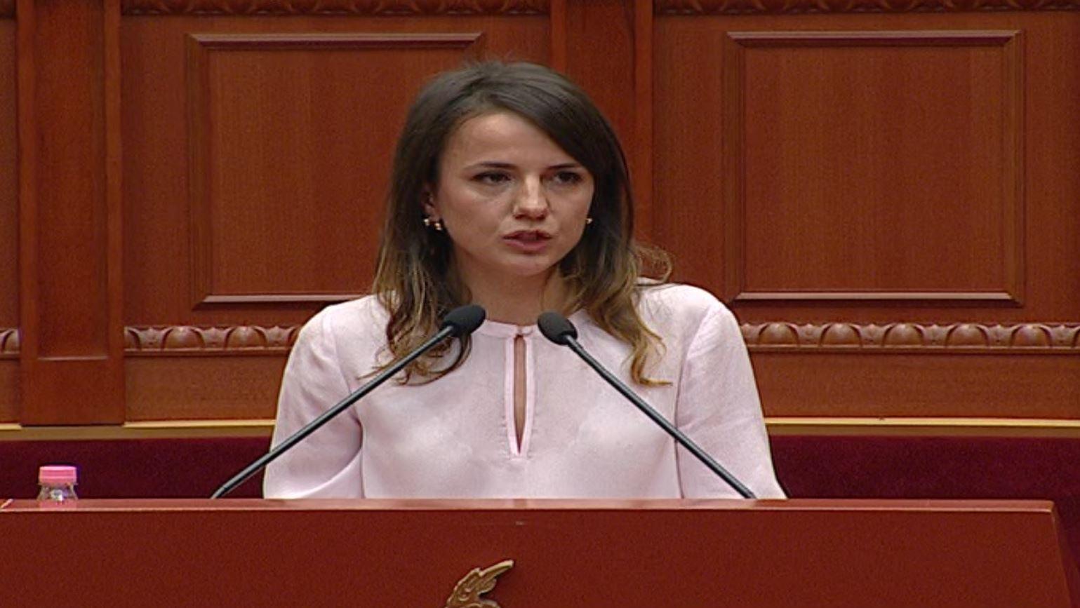 Gafa e Rudina Hajdarit në Kuvend: Në Letoni humbën jetë tre ushtarakë